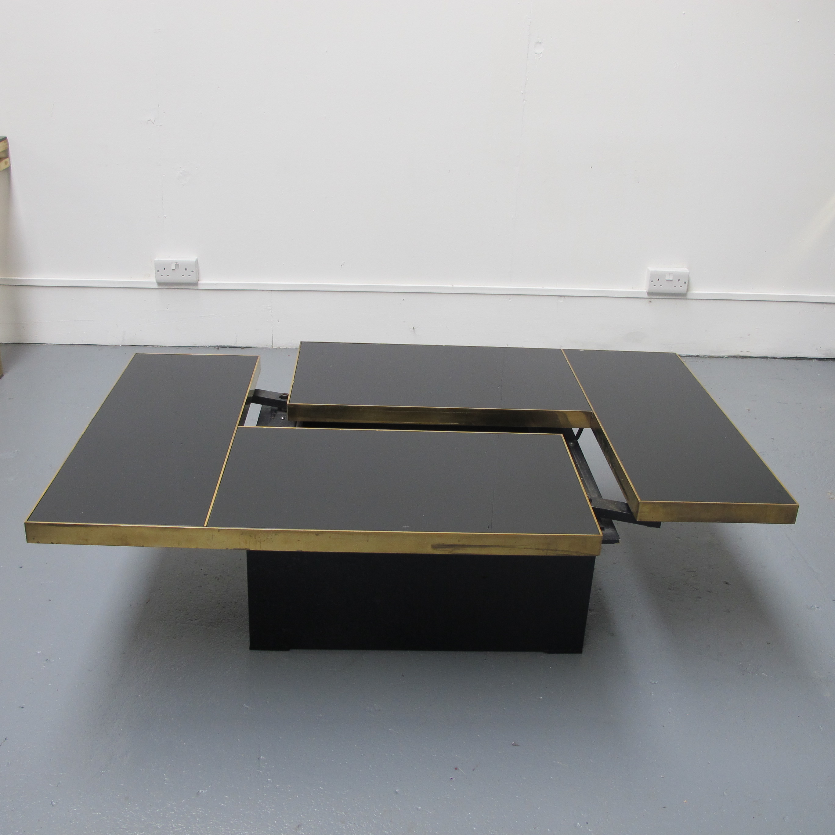 Extendable coffee table les trois gar ons - Telescopic coffee table ...